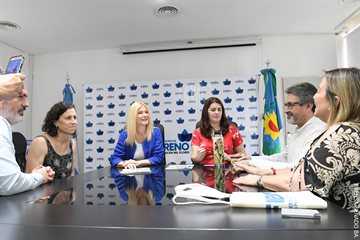 """""""Acompañamos el desarrollo de los comercios"""", dijo Magario en Moreno junto a la intendenta Fernández"""