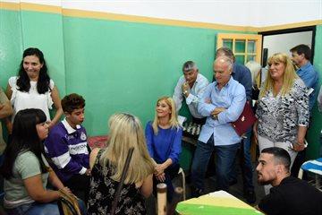 """""""Queremos que cada joven tenga garantizado el derecho a la educación"""", dijo Magario en Lanús"""