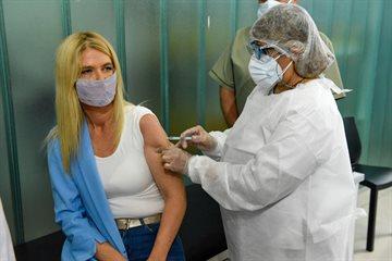 """Verónica Magario se aplicó la Sputnik V: """"Queremos mostrarle a la sociedad que hay que vacunarse"""""""