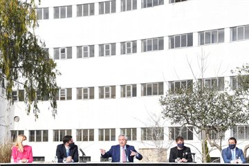 Magario en el acto de adjudicación de 24 mil Becas Manuel Belgrano a estudiantes universitarios